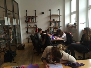 Designstudierende im Illustrationsworkshop