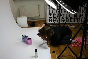 Designstudentin fotografiert