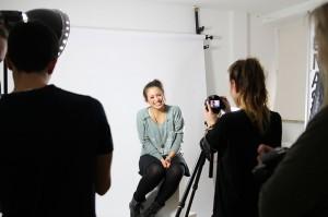 Designstudenten im Fotostudio