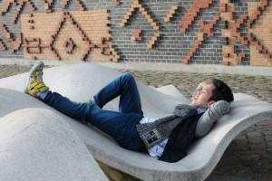 Designstudent Andrew genießt die Semesterferien