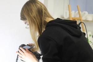 Designstudentin fotografiert ihre Schmuckstücke 2