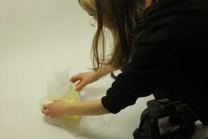 Designstudentin fotografiert ihre Schmuckstücke