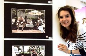 Designstudentin Laura vor ihrer Gewinnerarbeit beim ADC in Hamburg