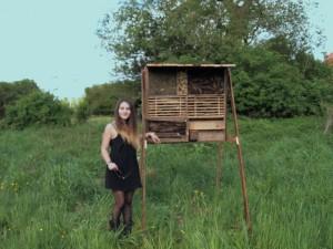 Designstudentin baut Insektenhotel