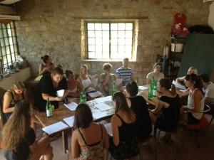 Design-Studierende in Italien im Brainstorming