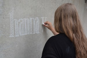 Designstudentin zeichnet