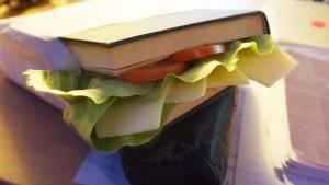 Buch-Sandwich von Designstudent Alistair:ESOD