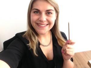 Designstudentin Helena Henkel mit ihrem ADC Bronzenagel