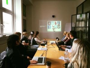 Vortrag von Ichiro Irie (Los Angeles) über seine Arbeit (European School of Design Frankfurt). Ichiro Irie`s (Los Angeles) lecture about his work (European School of Design Frankfurt).