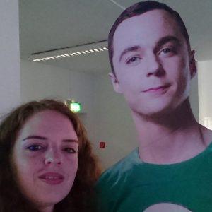 Design Studentin und Sheldon Cooper