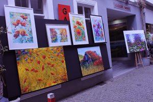 Designstudentin-in-der-Altstadt