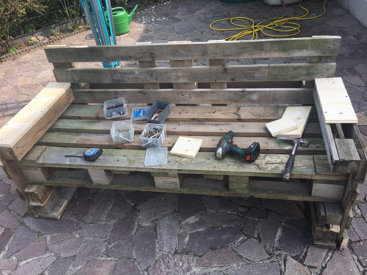 Outdoor Küche Holzpaletten : Designstudentin baut eine bank aus holzpaletten european school of