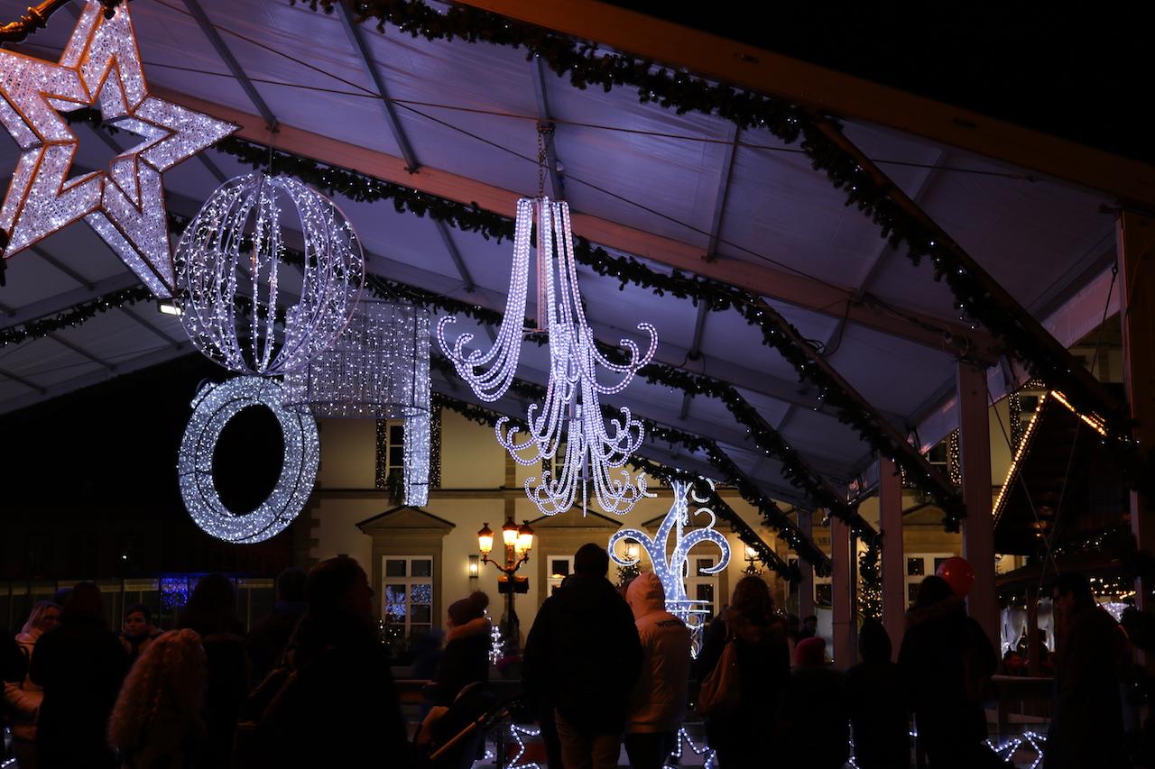 Vorweihnachtliche Atmosphäre auf dem Platz Knuedler in Luxemburg-Oberstadt