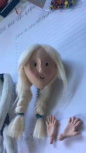 Trickfilmfigur mit Haaren und Gesicht