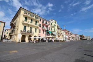 Unterwegs im Hafen von Oneglia