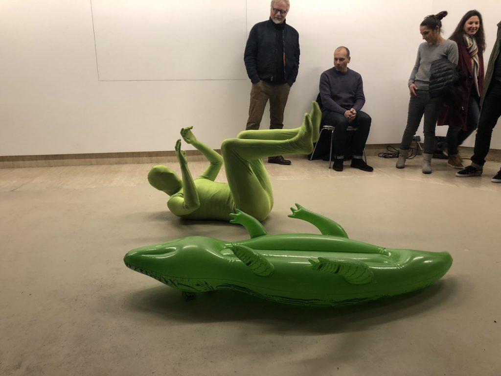 Live-Performance mit Krokodil