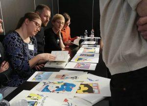 Designstudentin beim Mappen Speed Dating auf der Leipziger Buchmesse