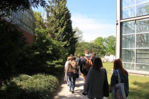 Designstudenten aus Frankfurt besuchen den Palmengarten