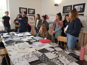 Designstudenten bei Gestaltungsgrundlagenkurs