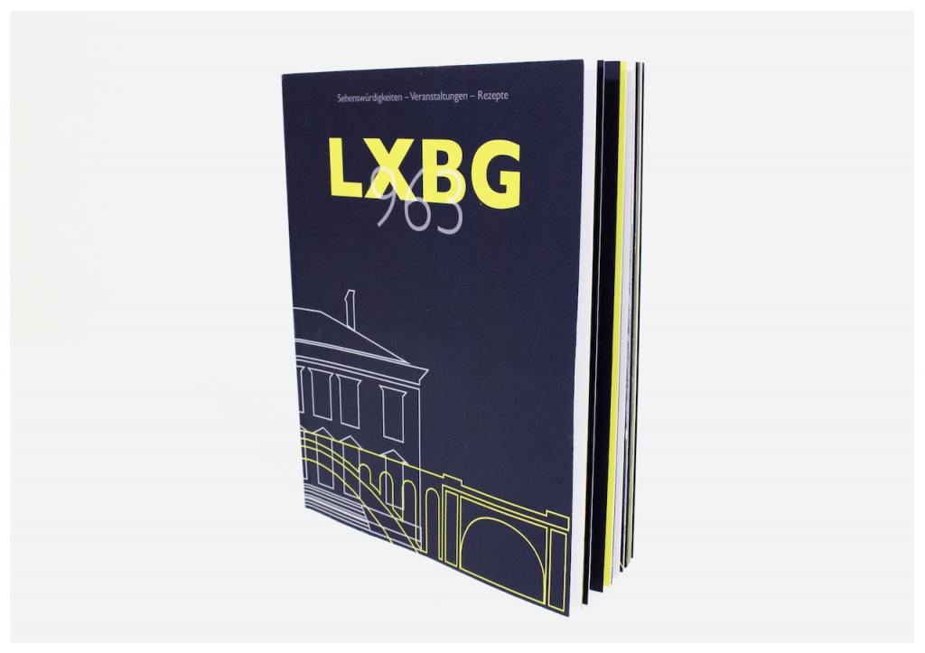 Designstudentin fotografiert ihr Magazin LXBG963