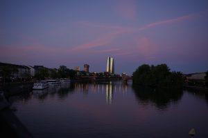 Designstudentin fotografiert in Frankfurt