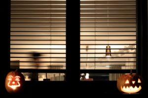 Halloween Fenster mit Kürbissen
